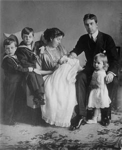 Gustav VI Adolf och Margareta med barnen