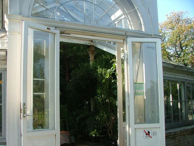Välkommen in i det pampiga växthuset...